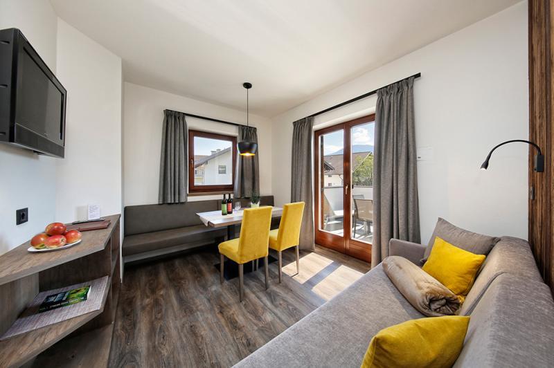 gro e ferienwohnung in dorf tirol bei meran s dtirol. Black Bedroom Furniture Sets. Home Design Ideas